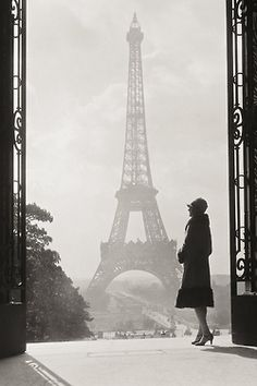 Black and White vintage eiffel tower architecture Paris, unknown photographer.