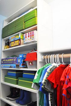 Create a custom closet with BILLY bookshelves. Get detailed instructions