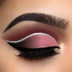 35 Color-rich Eye Makeup Designs for Women 2020 eyebrows, eye shadow, eyeliner, eye makeup, eye makeup trends eye makeup ideas Disney Eye Makeup, Prom Eye Makeup, Eye Makeup Steps, Makeup Eye Looks, Beautiful Eye Makeup, Eye Makeup Art, Skin Makeup, Eyeshadow Makeup, Cute Eye Makeup