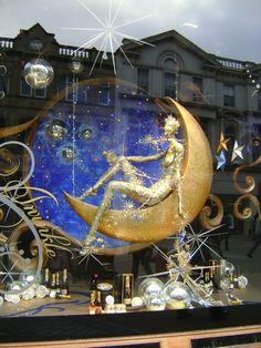Man in the Moon Display @ Harvey Nichols :: Holiday 2009 Christmas Windows, Christmas Window Display, Fashion Window Display, Window Display Retail, Visual Merchandising Displays, Visual Display, Harvey Nichols, Marketing Visual, Foto Fashion