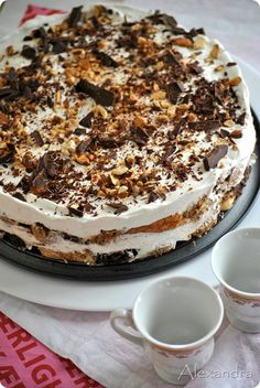 Homemade Ice Cream Cake - super delicious cake to make for any kind of celebration. Easy too - the hardest part is to remember to take the ice cream out of the freezer to soften for each layer. Greek Sweets, Greek Desserts, Party Desserts, Frozen Desserts, Greek Recipes, Dessert Recipes, Low Calorie Cake, Delicious Desserts, Yummy Food
