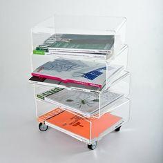 Tavolino portariviste in plexiglass trasparente. #plexiglass #design #designtrasparente #trasparente #shopping #online #portariviste #roma #verona