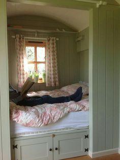 Wall by bed! Gallery – Plankbridge Shepherd Hut's Dorset Shelf, rods, doors - Moyiki Sites Tiny House Bedroom, Tiny House Living, Home Bedroom, Bedroom Decor, Bedrooms, Alcove Bed, Bed Nook, Cozy Nook, Sleeping Nook