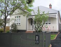 Cream Edwardian weatherboard house IVANHOE 83 Ivanhoe Parade