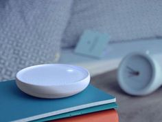Dodow is a light-based metronome designed to quickly lull you to sleep. Simply breathe along with the soft blue glow on your ceiling. See how it works now! How To Sleep Faster, How To Get Sleep, Good Sleep, Sleep Help, Sleep Better, Ways To Fall Asleep, Rhythmic Pattern, Focus Your Mind, Sleep Remedies