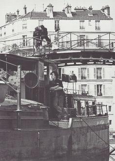 Robert Doisneau- Sur le canal Saint-Martin, Paris, mars 1969