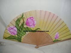 Tulipanes rosa Hand Fans, Fantasy, Painted Fan, Tulips, Roses, Crocheting, Crafts, Fantasia