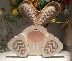 29 inspiring ideas for wooden Easter decorations with instructions - Basteln dekoration Easter Projects, Easter Crafts, Craft Projects, Easter Decor, Easter Ideas, Wood Projects, Fall Projects, Easter Table, Bunny Crafts