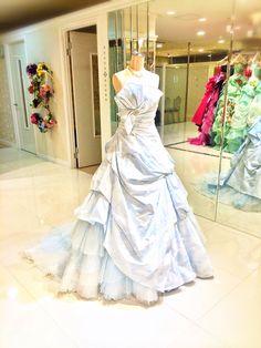 空のようなドレス