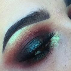 Intense and smokey. What better way to test out my new brushes from @morphebrushes than an intense smokey eye! Used @limecrimemakeup Venus palette (icon and muse) and Venus 2 palette (pigeon and fly). Also used @makeupgeekcosmetics peach smoothie. @eylureofficial @vegas_nay grand glamour lashes. @anastasiabeverlyhills dipbrow in chocolate.