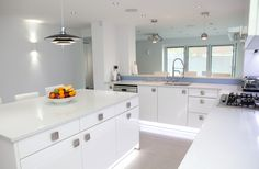 White Gloss Nolte Kitchen with bright blue glass splashbacks and ambient lighting Kitchen Cabinet Colors, Kitchen Manufacturers, Large Kitchen, White Gloss Kitchen, Glass Splashback, Kitchen, Ambient Lighting, Blue Glass, Bespoke Kitchens