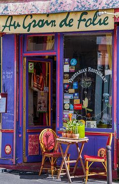 Small Restaurant in Montmartre, Paris_ France