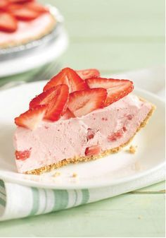 COOL 'N EASY Strawberry Pie – This easy, creamy strawberry pie, featuring JELL-O and COOL WHIP, is refreshing but not overwhelmingly sweet. This dessert recipe is just right and great for all your summer potlucks. Brownie Desserts, Köstliche Desserts, Delicious Desserts, Dessert Recipes, Yummy Food, Cool Whip Desserts, Make Ahead Desserts, Jello Recipes, Recipies