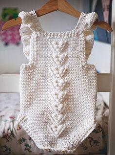 Ravelry: crochet Berry Romper pattern by Mon Petit Violon Crochet Romper, Crochet Bebe, Unique Crochet, Crochet Baby Clothes, Crochet Baby Hats, Crochet For Kids, Knit Crochet, Ravelry Crochet, Newborn Crochet