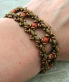 Linda's Crafty Inspirations: Bracelet of the Day: Ivy Bracelet - Coral Bronze Diy Jewelry Necklace, Seed Bead Bracelets, Jewelry Making Beads, Jewelry Crafts, Beaded Jewelry, Handmade Jewelry, Jewellery, Beaded Bracelet Patterns, Jewelry Patterns