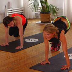 Tone your arms while working your entire body with this 10-minute workout from Anna Kaiser (PS she trains Kelly Ripa and SJP)