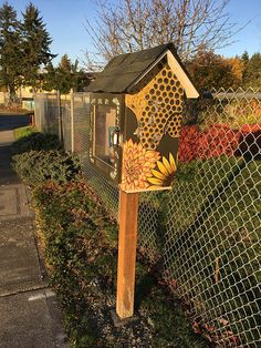 This beautifully painted is in Tacoma Park, Washington! Little Free Library Plans, Little Free Libraries, Little Library, Library Inspiration, Library Ideas, Farm Sales, Little Free Pantry, Library Design, Bird Houses