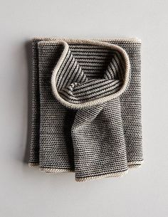 Newsprint cowl by Purl Bee Poncho Knitting Patterns, Knitting Stitches, Knit Patterns, Hand Knitting, Finger Knitting, Knitting Machine, Purl Bee, Knit Cowl, Knit Crochet