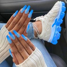 In look for some nail designs and ideas for your nails? Here's our list of must-try coffin acrylic nails for fashionable women. Neon Blue Nails, Blue Acrylic Nails, Summer Acrylic Nails, Nail Summer, Baby Blue Nails, Blue Coffin Nails, Bright Summer Nails, Purple Nail, Bright Nails