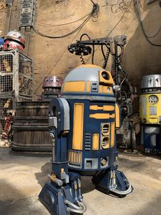 An assortment of droids near the depot. Star Wars Droids, Star Wars Rpg, Star Wars Film, Star Wars Ships, Edge Of The Empire, Star Tours, Star Wars Concept Art, Cosplay, Historical Pictures