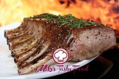 Carrè d'agnello profumato all'erba cipollina – Mike's Tasty FoodIngredientiGrammiOnce Carrè d'Agnello1 pezzo Burro2007 Erba cipollina200,70 Aglio1 spicchio Vino bianco2 bicchieri Sale, Pepe neroquanto basta Preparazione:  Pulire il carrè estraendo tutta la carne dalle costolette. In una bacinella mettere l'aglio schiacciato, il vino, sale e pepe. Immergere il carrè d'agnello e lasciarlo marinare per 4-5 ore. Asciugare bene il carre dalla marinatura e grigliarlo intero…