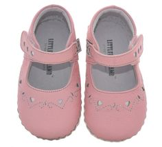 These baby and toddler girls soft soled maryjanes are made of premium leather and their design promotes healthy foot development.