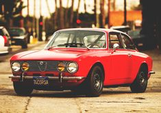 A later-year Alfa Romeo 2000 GT Veloce might be the best bang for the buck in vintage Alfas. Alfa Romeo Gtv 2000, Alfa Romeo Cars, Old Sports Cars, Vintage Sports Cars, Vintage Cars, Sport Cars, Vintage Signs, Jaguar, Alfa Bertone