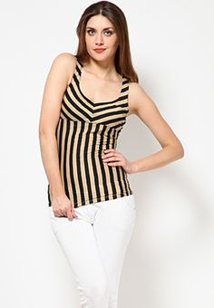 A beige coloured, sleeveless top for women from USI. Made from 100% cotton, this striped top feature relaxed fit, waist length and a V-neck.