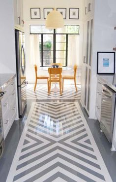 This kitchen floor makes me long for summers spent in a cottage by the beach in Maine!
