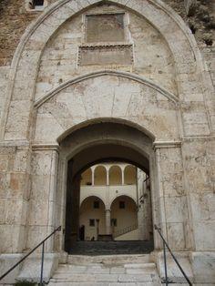 Castello Piccolomini - Celano (L'Aquila) http://lefotodiluisella.blogspot.it/2015/02/castello-piccolomini-celano-aq.html