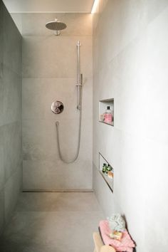 Modern Farmhouse Bathroom, Farmhouse Decor, Walk In Shower, Shower Time, How To Level Ground, Family Room, Ikea, Sweet Home, Interior Decorating