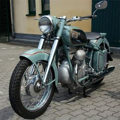Victoria was a bicycle manufacturer founded in Nuremberg, Germany in 1886 and made motorbikes from 1901 until Womens Motorcycle Helmets, Motorcycle Types, Motorcycle Engine, Motorcycle Girls, Motorcycle Jackets, Motorcycle Garage, Antique Motorcycles, American Motorcycles, Cool Motorcycles