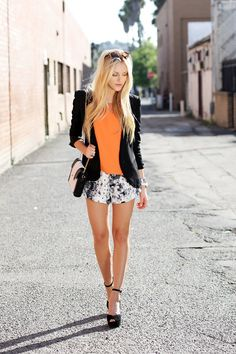 Love this look, slim blazer + patterned shorts