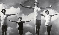Atlete immortalate nel film Olympia (1938) di Leni Riefenstahl.