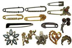 bijouterie... me encantan los safety pins!