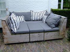 Grote verrijdbare loungeset steigerhout met kwalitatieve kussens. Vervaardigd door www.steigerhoutenzo.com