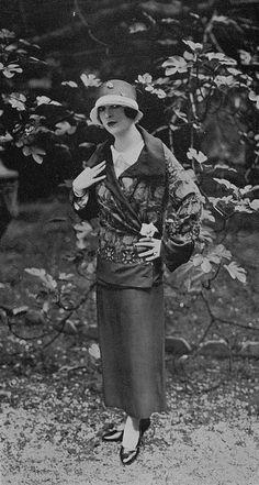 Les Modes (Paris) July 1923 Robe d'après-midi par Amy-Linker