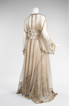 Evening ensemble (image 2) | French | 1910 | silk, metal |  Brooklyn Museum Costume Collection at The Metropolitan Museum of Art | Accession Number: 2009.300.3221a–c