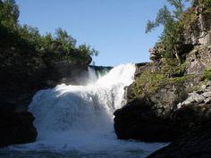 """Am Wasserfall Gaustafallet wurde sogar eine Szene für den Film """"Ronja Räubertochter"""" gedreht - Vildmarksvägen"""