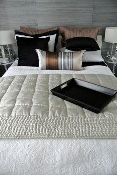 makuuhuone,makuuhuoneen sisustus,makuuhuoneen tekstiilit,päiväpeitto,tyynyt Bedroom, Style Ideas, Furniture, Villa, Home Decor, Decoration Home, Room Decor, Bedrooms, Home Furnishings