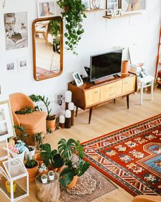 18 Ideas For Vintage Wallpaper Wallpapers Apartment Therapy Rooms Home Decor, Fall Home Decor, Diy Home Decor, Bedroom Decor, Boho Living Room, Home And Living, Living Room Decor, Bohemian Living Spaces, Dining Room