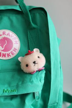 Fox and owl´s bear brooch and Fjällraven´s backpack. It can´t get better ^-^