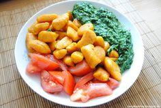 Tanja Bao: Frühstück, Mittag- und Abendessen vol.7. Selbstgemachte Kürbis Gnocchi mit Spinat und Tomaten. Vegetarisches Essen. Rezept zu gnocchi auf meinem Blog.