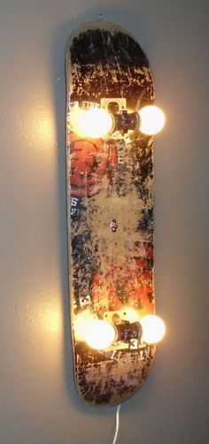 Love the idea for a DIY skateboard lamp Industry Standard Design . - Dani vom Dach - DIY / Eifel / Lipödem Love the idea for a DIY skateboard lamp Industry Standard Design . Wall Fixtures, Light Fixtures, Light Fittings, Skateboard Lampe, Skateboard Light, Skateboard Decks, Skateboard Bedroom, Skateboard Wheels, Retro Home Decor