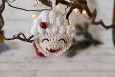 Hello friends! Last week I gave you the Santa Claus ornament pattern and I was pretty happy the way that he turned out. However, I felt that something or someone  was missing. This is why I've decided to also make a new pattern for a Mrs. Claus ornament! I love patterns that are simple and can be worked up fast…