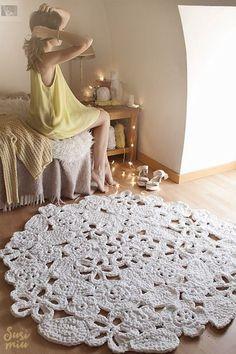 Trapillo rug crochet samples of flowers. Crochet rug by SusiMiu Crochet Gifts, Crochet Doilies, Crochet Flowers, Crochet Stitches, Crochet Patterns, Boho Crochet, Crochet Rugs, Knit Rug, Rug Yarn