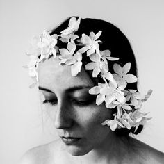 Flower girl - portrait - women model - people photography - black and white photography - moody portrait People Photography, Art Photography, Crown Photos, Black And White Flowers, Hair Photo, Flower Crown, Black And White Photography, Female Models, Black Women