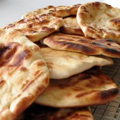 This recipe makes the best naan I have tasted outside of an Indian restaurant. I can't make enough of it for my family. I serve it with shish kabobs, but I think they would eat it plain. Pan Hindu, Healthy Cooking, Healthy Recipes, Healthy Eating, Diwali Food, Naan Recipe, Indian Diet, Indian Food Recipes, Ethnic Recipes