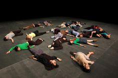 Jérôme Bel The Show Must Go On Théâtre des Amandiers (Nanterre, France) © Mussacchio Laniello #ballet #contemporary
