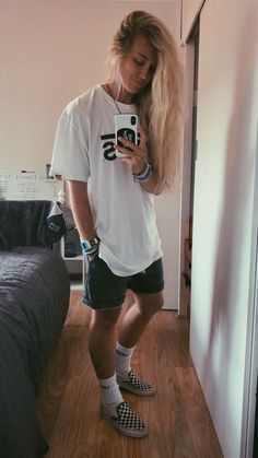 Cute Tomboy Outfits, Skater Girl Outfits, Cool Outfits, Casual Outfits, Tomboy Clothes, Skater Girl Style, Lesbian Outfits, Gay Outfit, Tomboy Fashion
